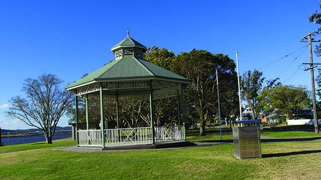 Image of Riverside Park river and rotunda