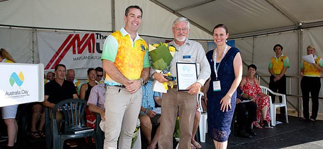 Hunter Region Botanic Gardens Chairman Ken Page receives an award.